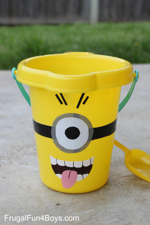 DIY Minions Sand Buckets