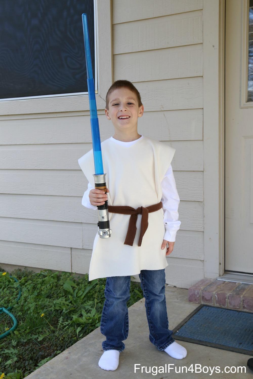 Star Wars Lightsaber and No-Sew Jedi Costume Gift Idea