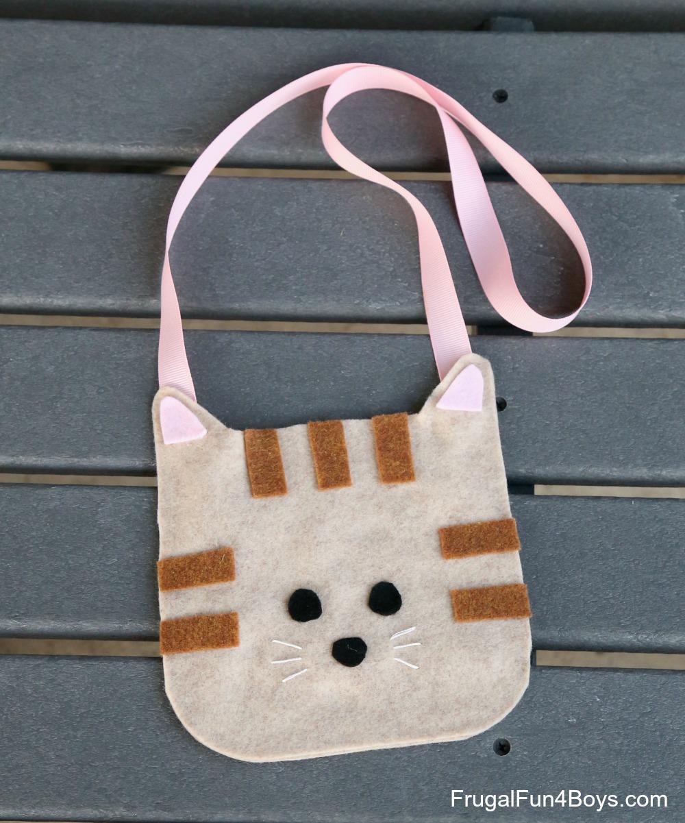 Felt craft pattern for a cat purse