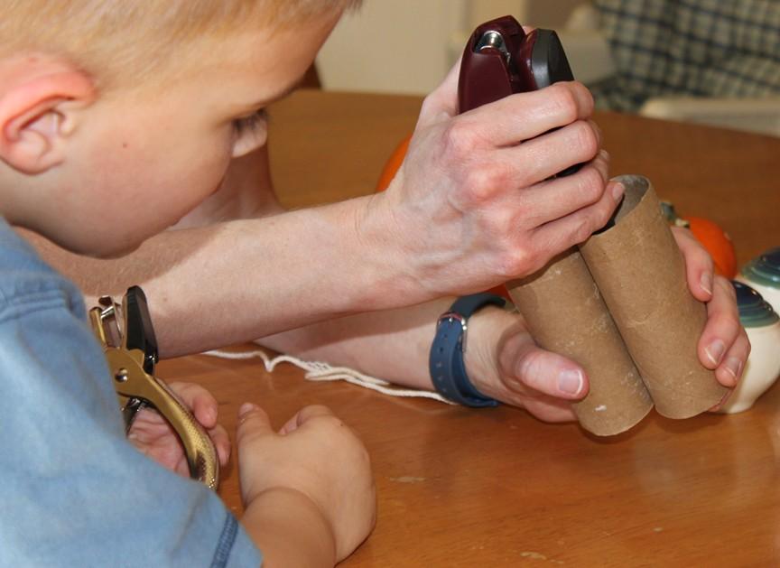 EASY Preschool Craft: Binoculars