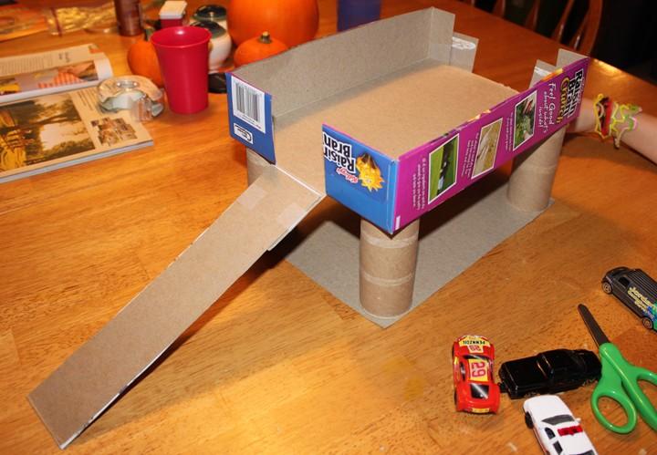 Cereal box parking garage for Construire des box garage