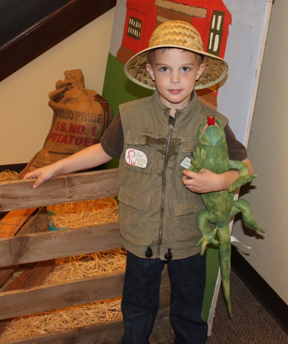 Frugal costume ideas frontiersman zookeeper and more frugal fun frugal costume ideas frontiersman zookeeper and more frugal fun for boys and girls solutioingenieria Images