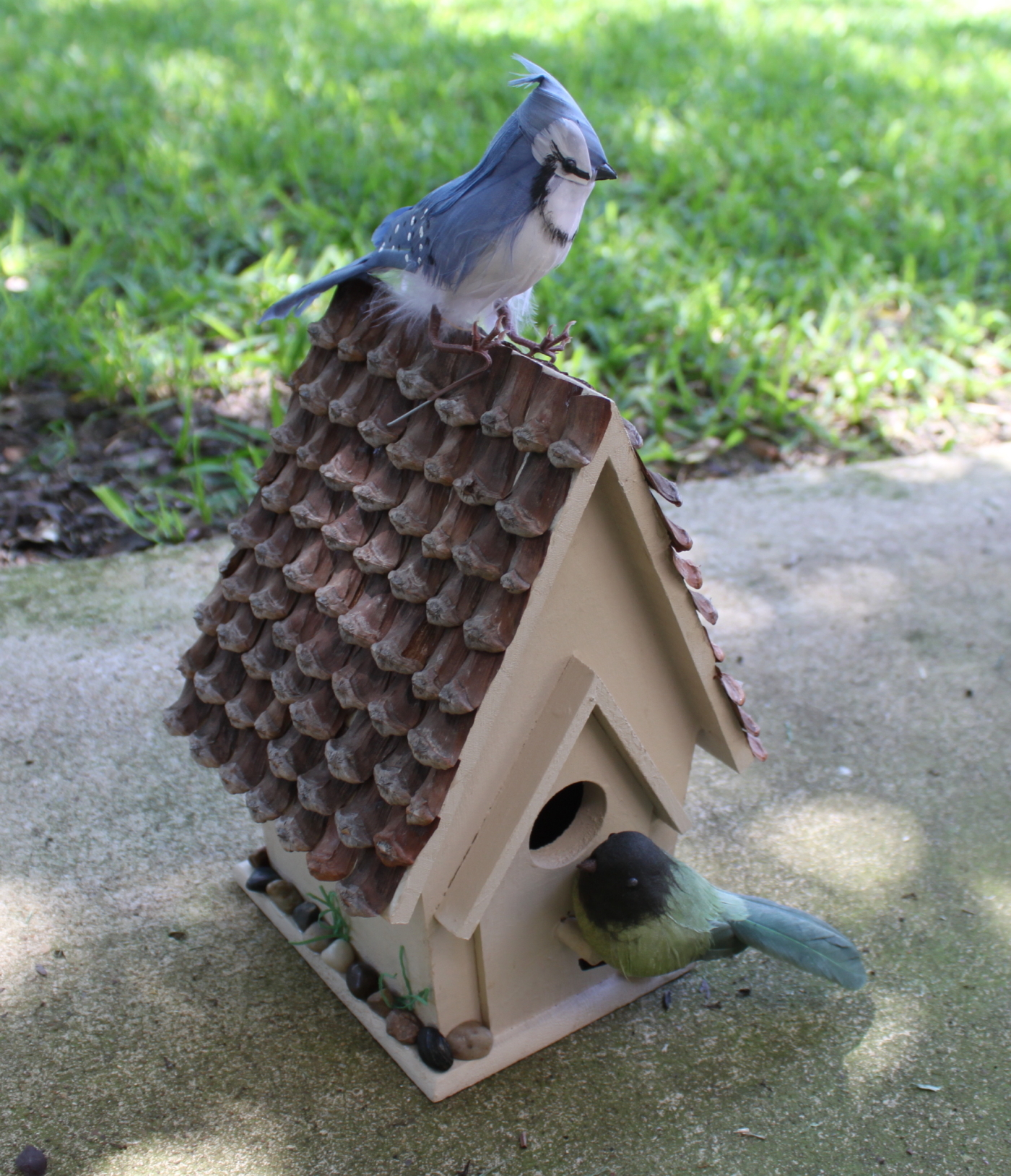 To make one you need: A wooden birdhouse ...