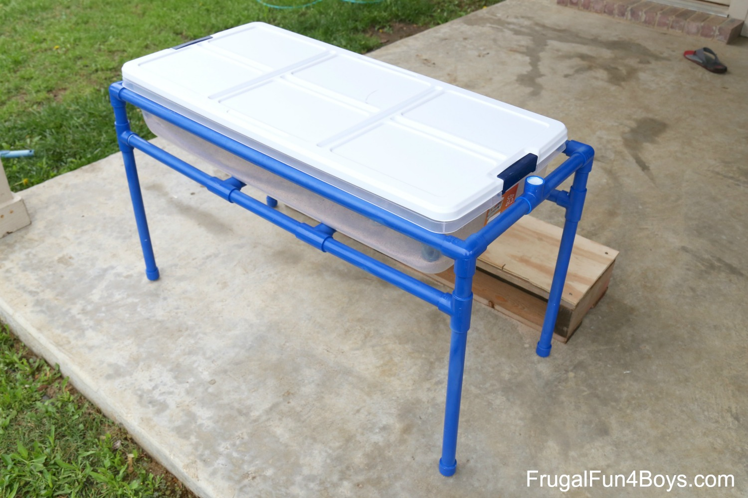 how to a pvc pipe sand and water table