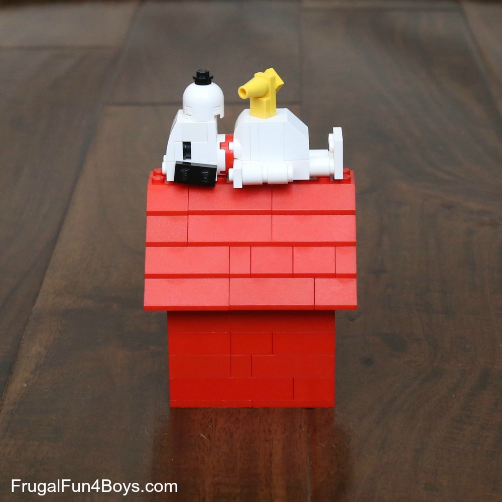 Snoopy and His Doghouse LEGO Instructions