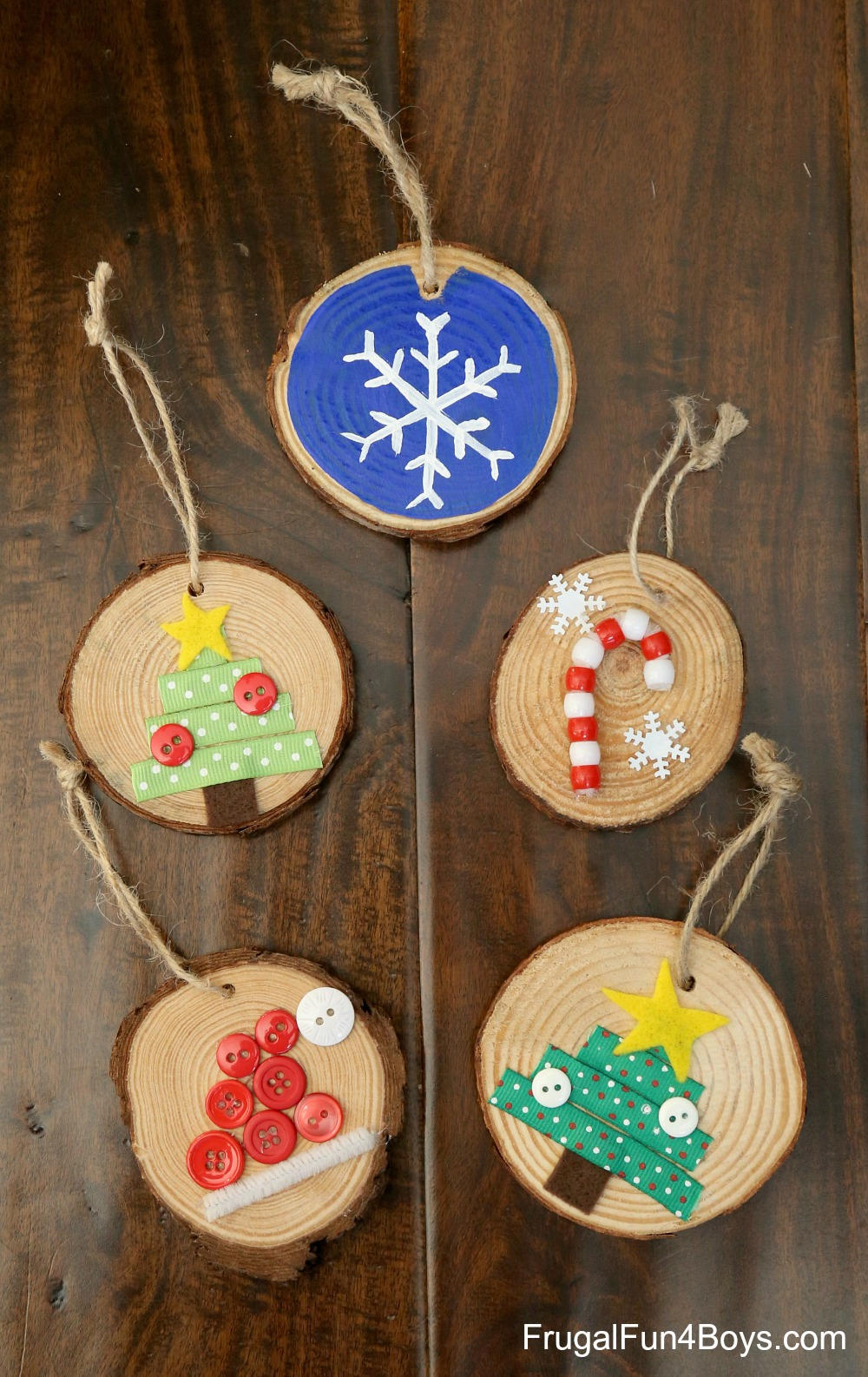 How to make adorable wood slice christmas ornaments for Wood slice craft projects