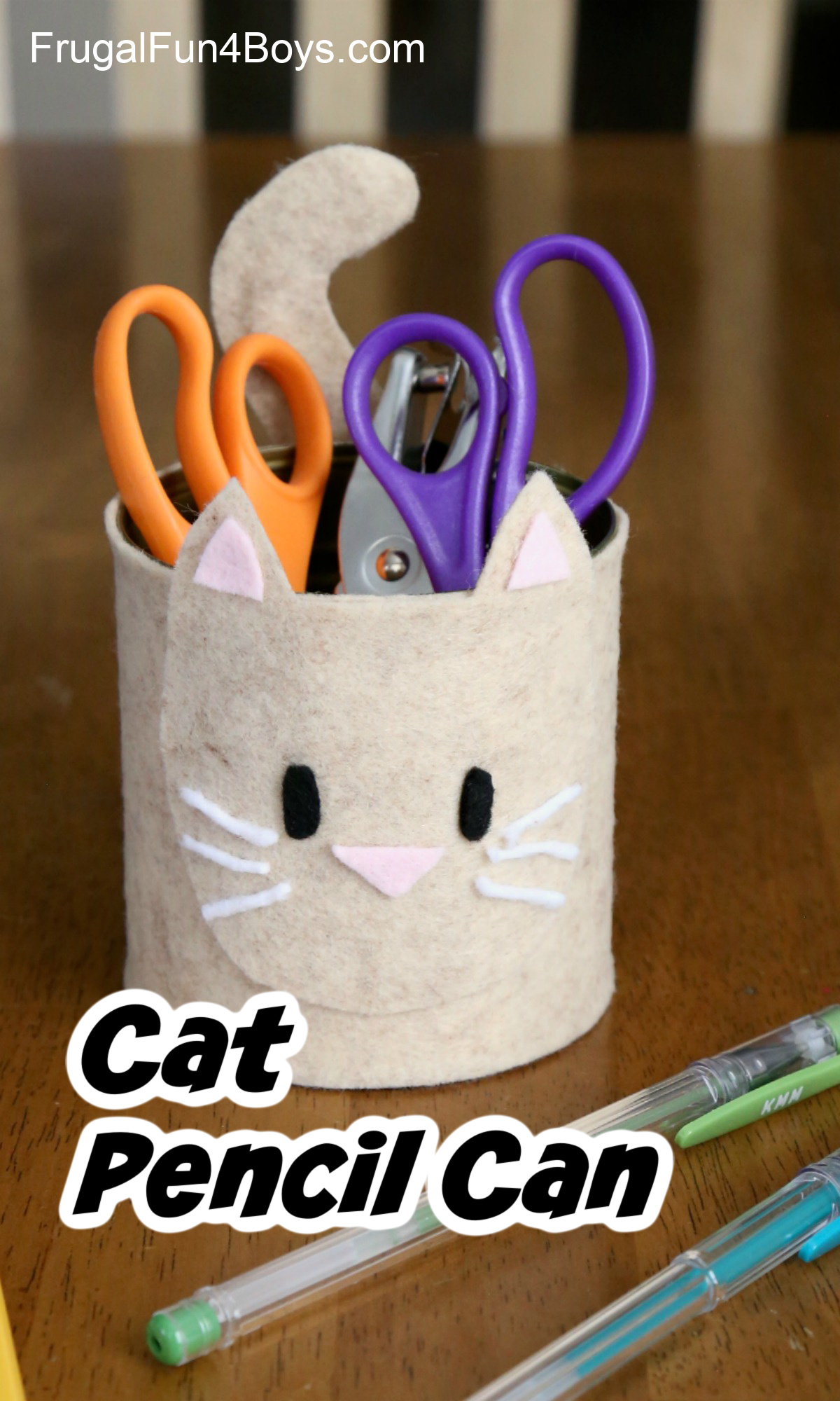 Cat Pencil Organizer made from a tin can and felt
